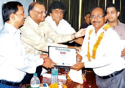 Awarded                                 by Commissioner Shri Mrityunjay Narayan, Shri Paresh Nath (Owner of Delhi Press),                                 Shri Harikant Ahluwalia Mayor Meerut, Mr. Ankit Bishnoi secretary of all India News Papers Association(AINA)