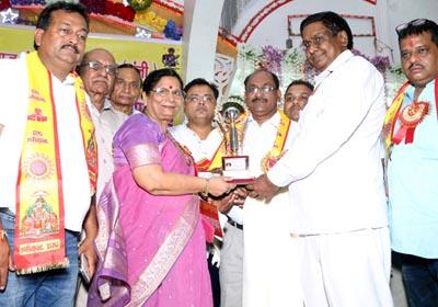 Awarded by Honble Dr. Sarojani Agarwal (MLC),                              Shri Shanti Swaroop Gupta, Shri Amit Gupta, Shri Sandeep Alfa to Mr. Mahesh Sharma Director of Rishton Ka Sansar For Best Matrimonials Services